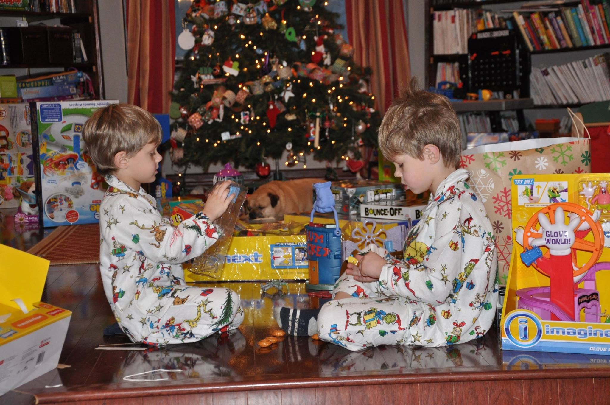 Bad Moms Christmas Kids.The Pros And Cons Of Dressing Your Children Alike The