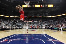 Bulls defeat Pacers after Rose agrees to max extension