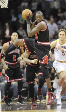 Bulls' Luol Deng back on track in blowout win
