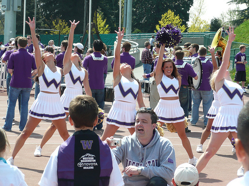 Univ. of Washington discourages live tweeting of games, SO DO I, So should you!