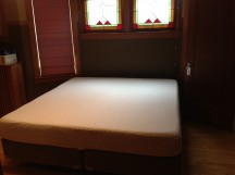King bed without headboard